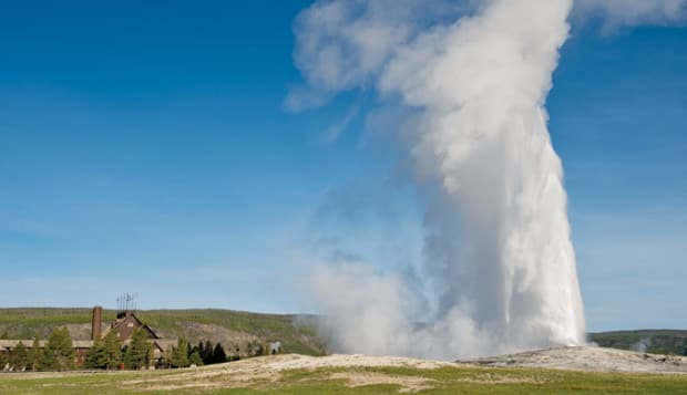 yellowstone_perfect_day_old_faithful_680x392